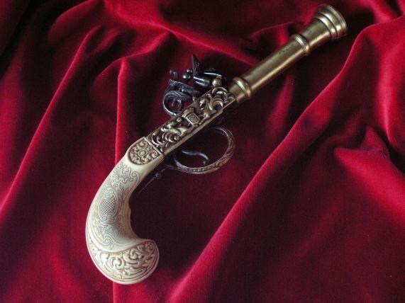 stary pistolet skałkowy